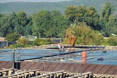 Shuttering, lanter travaille travailler au bâtiment en construction images stock