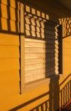 shutters fönstret arkivbilder