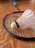 shuttlecock för badmintonracquet arkivbilder