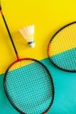 Shuttlecock i kant dla bawić się badminton na grafiki tle minimalista Pojęcia lato razlecheny zdjęcie royalty free