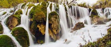 Shuzheng瀑布在九寨沟,四川中国 库存照片