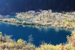 Shuzheng lakes i Jiuzhaigou Arkivbilder