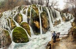 Shuzheng-Wasserfall Jiuzhaigou, China Stockfotos