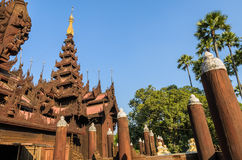 Shwe在容器Kyaung修道院,缅甸里 库存照片