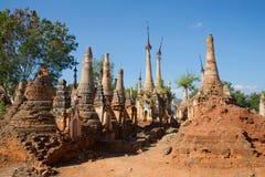 Shwe的古老stupas在Dein塔 Inle湖,缅甸周围  库存图片