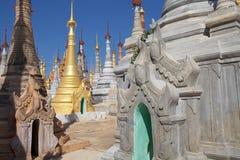 Shwe gästgivargårdDain Pagoda komplex Royaltyfri Foto