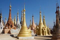 Shwe gästgivargårdDain Pagoda komplex Arkivbild