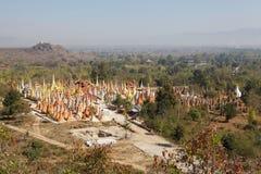 Shwe gästgivargårdDain Pagoda komplex Arkivfoton