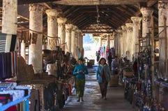 Shwe gästgivargårdThein pagoder av den Indein byn i Inle sjön Royaltyfri Bild