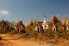 Shwe Indein - święty miejsce blisko Inle jeziora, Myanmar Zdjęcia Stock