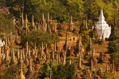 Shwe Indein - święty miejsce blisko Inle jeziora, Myanmar Zdjęcia Royalty Free