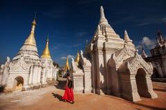 Shwe Indein - sakralt ställe nära Inle sjön, Myanmar royaltyfri foto
