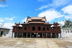 Shwe Yan Pyay Monastery And Monk, Nyaungshwe, Myanmar Royalty-vrije Stock Afbeeldingen
