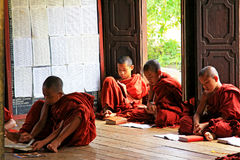 Shwe Yan Pyay Monastery And Monk, Nyaungshwe, Myanmar Imágenes de archivo libres de regalías