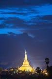 Shwedagon在微明下 库存照片