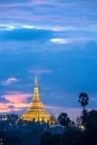 Shwedagon在微明下 库存图片