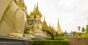Shwedagon塔外部 免版税库存图片