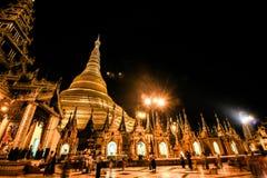 Shwedagon塔夜  图库摄影