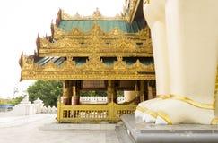 Shwedagon塔大门在仰光,缅甸 免版税库存照片