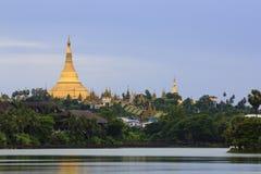 Shwedagon塔或金黄塔在仰光,缅甸 免版税库存图片