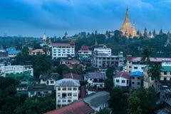 Shwedagon dans la ville de Yangon Photographie stock libre de droits