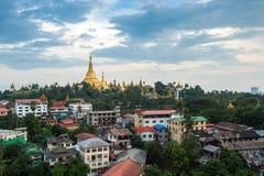 Shwedagon dans la ville myanmar de Yangon Photos stock