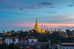 Shwedagon en la ciudad myanmar de Rangún Imagen de archivo libre de regalías