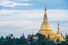 Shwedagon en la ciudad myanmar de Rangún fotografía de archivo libre de regalías