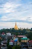 Shwedagon en la ciudad myanmar de Rangún foto de archivo libre de regalías