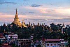 Shwedagon en la ciudad myanmar de Rangún Imagen de archivo