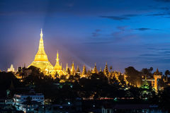 Shwedagon en la ciudad myanmar de Rangún Fotos de archivo