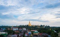 Shwedagon en la ciudad myanmar de Rangún imagenes de archivo