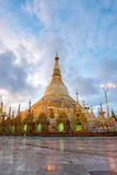 Shwedagon im Sonnenaufgang Lizenzfreies Stockbild