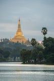 Shwedagon im Sonnenuntergang Stockfotografie