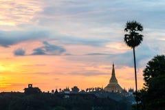 Shwedagon im Sonnenuntergang Stockbild