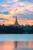 Shwedagon im Sonnenuntergang Lizenzfreies Stockbild