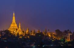 Shwedagon pagod i den Yangon staden Arkivfoton