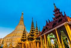 Shwedagon pagod i Myanmar Arkivfoton