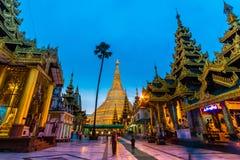 Shwedagon pagod i Myanmar Arkivbilder