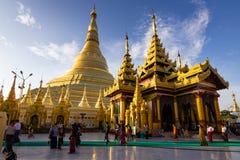 Shwedagon pagod i Yangon, Myanmar arkivfoton