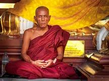 Shwedagon pagoda 30 de noviembre de 2013 en Rangún. Imagenes de archivo