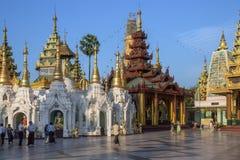 Shwedagon Pagodakomplex - Yangon - Myanmar Fotografering för Bildbyråer