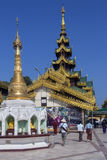 Shwedagon Pagodakomplex - Yangon - Myanmar Royaltyfria Bilder