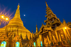 Shwedagon-Pagode nachts Stockfotos