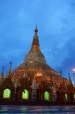 Shwedagon-Pagode oder große Dagon-Pagode in der Nacht gelegen in Rangun, Birma Stockbild