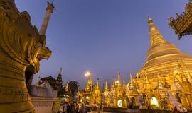 Shwedagon Pagodowy Świątynny piękny zmierzch w Yangon Zdjęcia Royalty Free