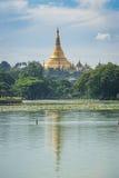Shwedagon pagodowy punkt zwrotny Yangon i Kandawgyi jezioro, Yangon c Zdjęcie Stock