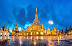 Shwedagon in schemering Royalty-vrije Stock Foto