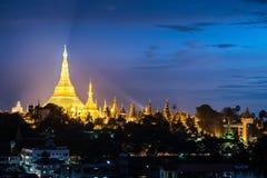 Shwedagon in Yangon-stad myanmar stock foto's