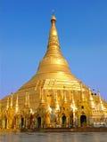 Shwedagonpagode, de beroemde heilige plaats en de toeristische attractie Stock Afbeelding